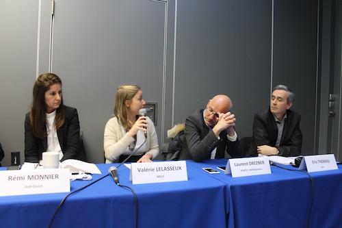 Deux étudiants de Bordeaux ont animé le débat avec les professionnels. (Flora Battesti)