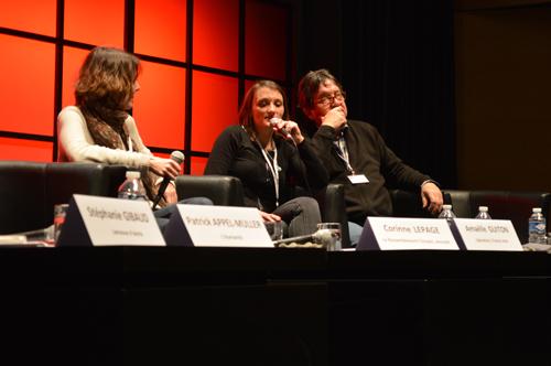 Eloise Lebourg (au centre) réalise un film sur la vie des lanceurs d'alerte. Crédit photo : Victorine Gay