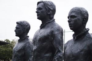 Dans l'ordre, de gauche à droite, Edward Snowden, Julian Assange et Bradley Manning.