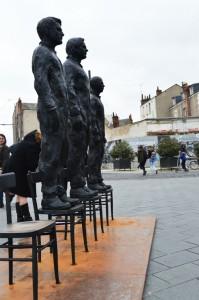 La sculpture de Davide Dormino symbolise le courage de Julian Assange, d'Edward Snowden et Bradley Manning.