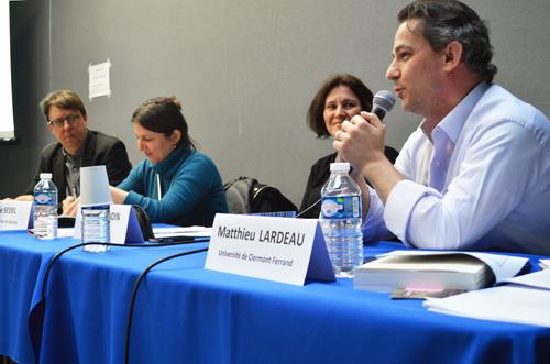 Matthieu Lardeau, aux côtés de Rodney Benson, Julie Sedel et Claire Blandin aborde la question des journalistes-managers. (Crédit photo : Victorine Gay)